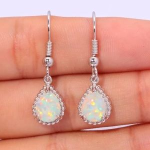 Jewelry - 💎 Beautiful Dangle Drop Opal Silver Earrings